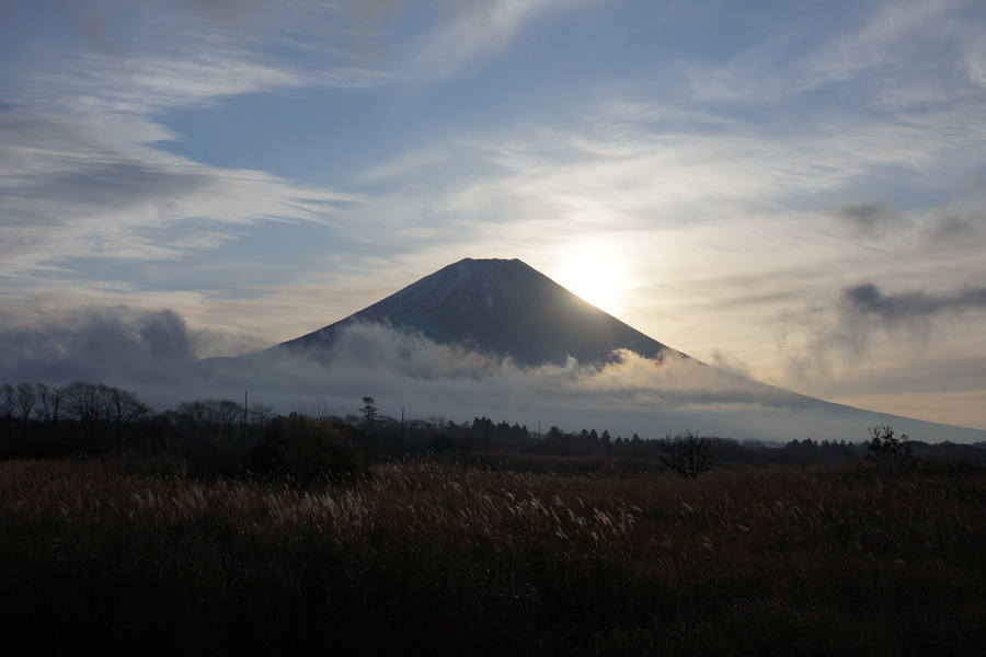 http://www.asagiri-milk.jp/uploadimage/120101fuji03.jpg
